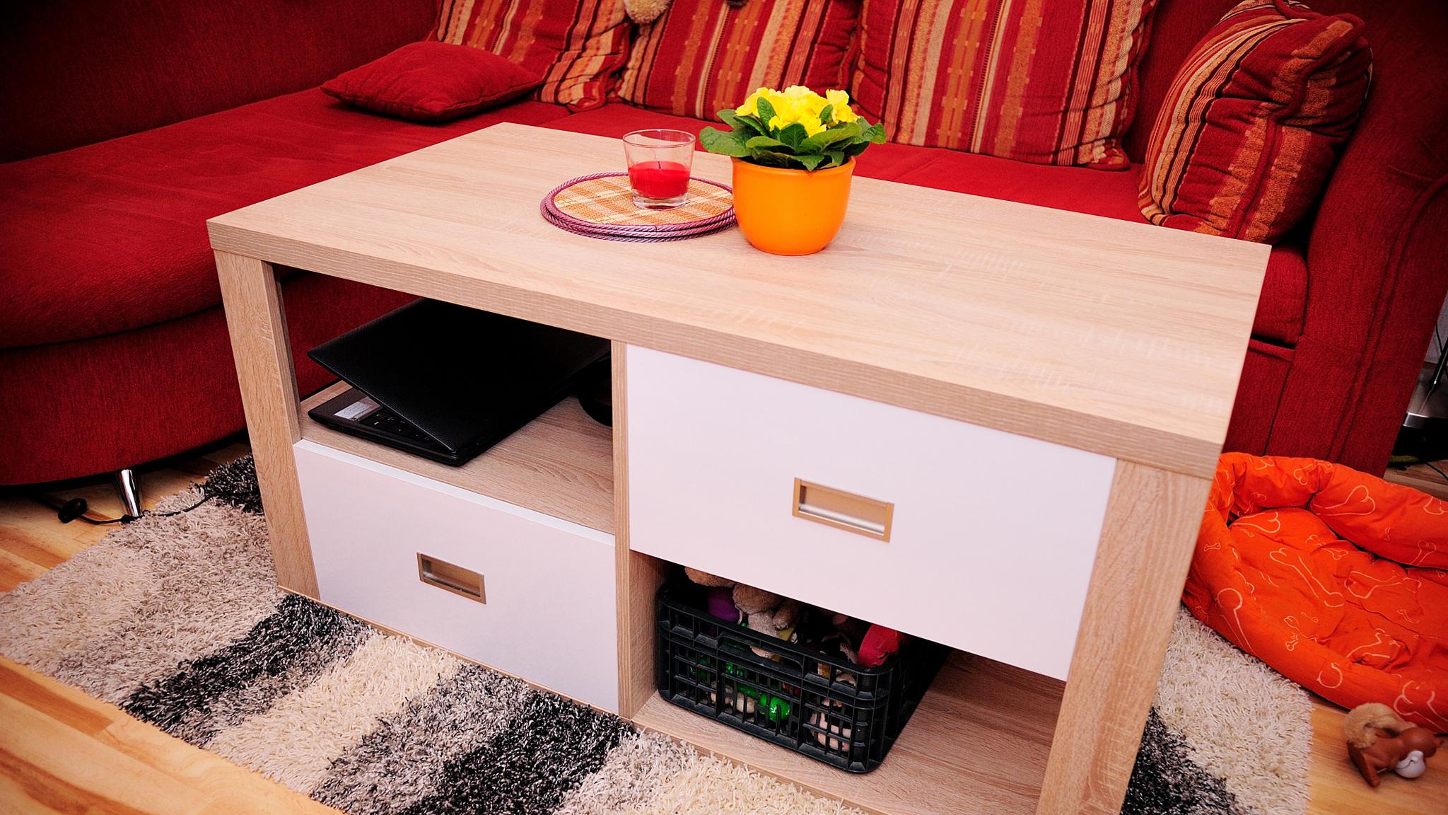 Obývací pokoj – Alpská bílá s ALU rámečky