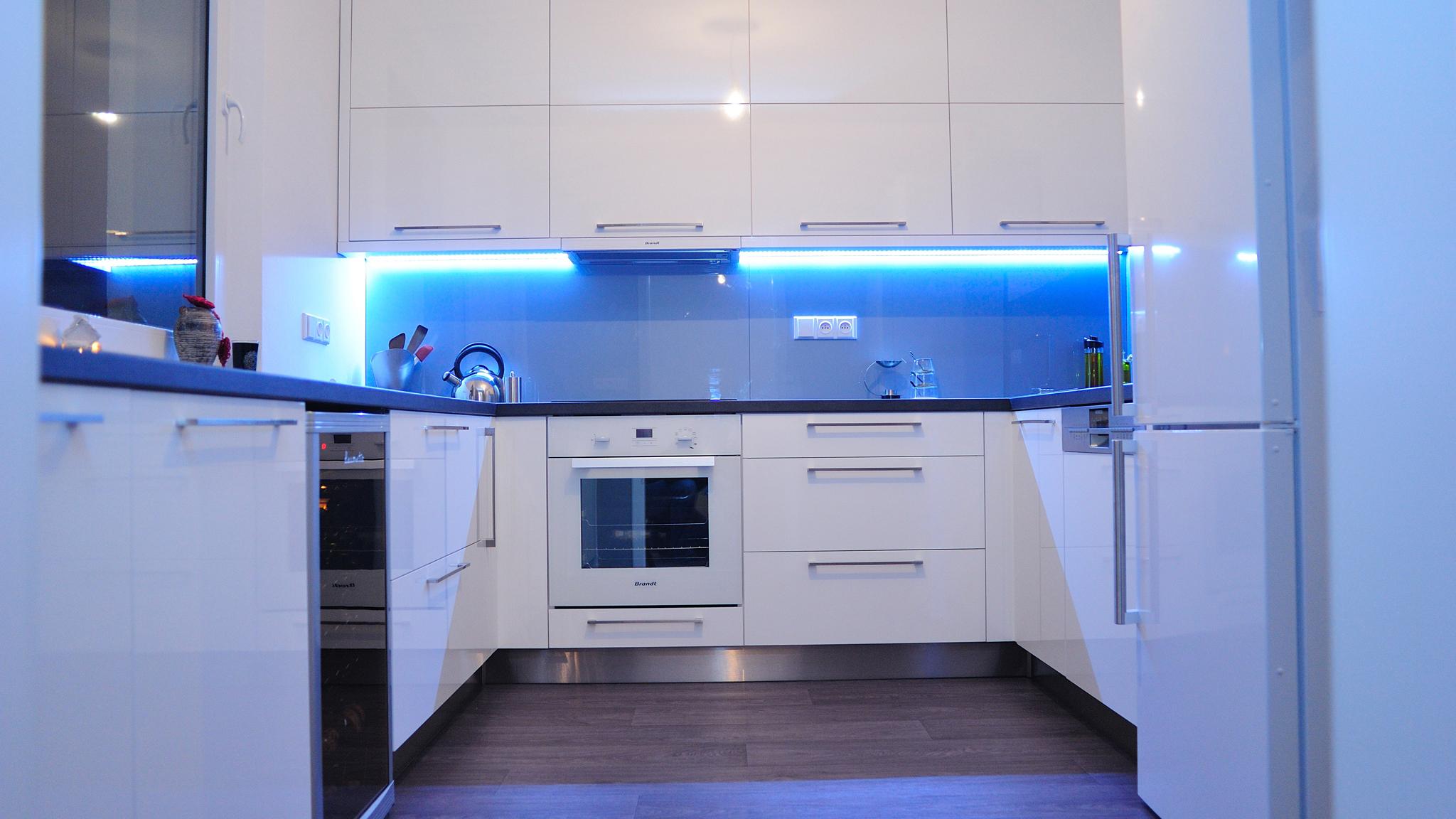 Kuchyně do paneláku – moderní a líbivé i vomezených prostorách