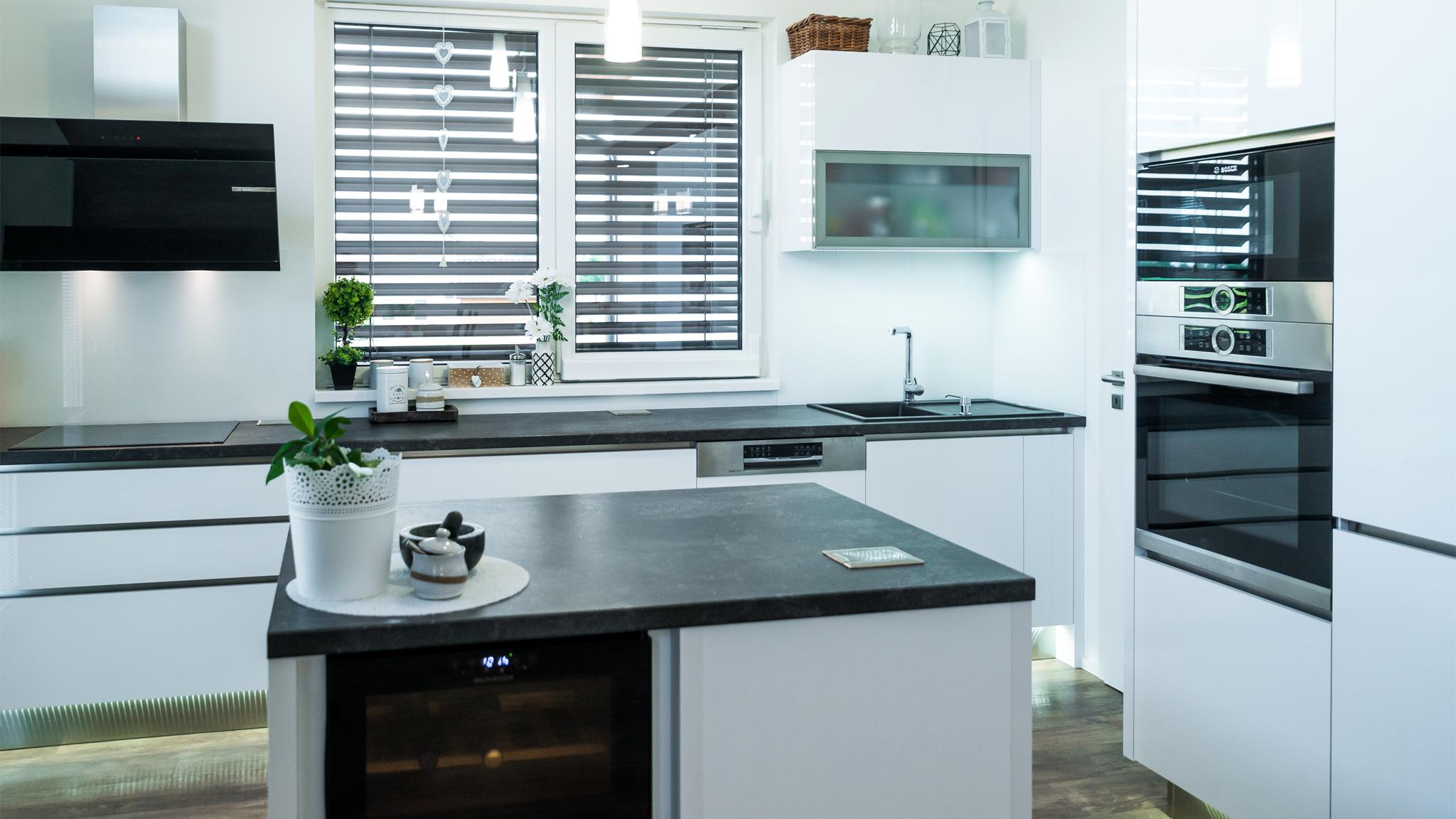Kuchyně sostrůvkem – praktické řešení, které využije prostor